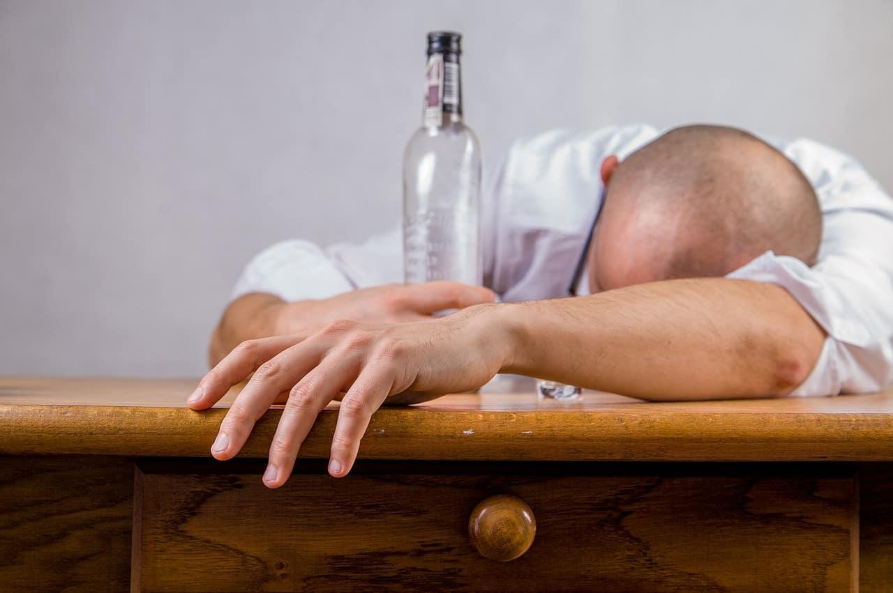 Πίνεις αλκοόλ πριν από τον ύπνο!