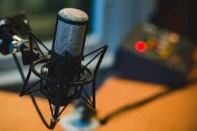 Οικονομικά μικρόφωνα για PC, vloggers και podcasters