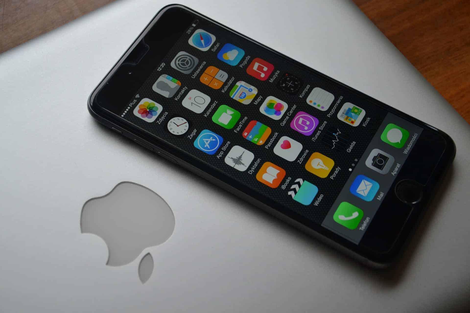 η Apple ενδέχεται να κυκλοφορήσει τρία νέα iPhone το 2018