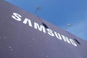 Τα κέρδη της Samsung μειώθηκαν στα μισά εξαιτίας των αργών πωλήσεων