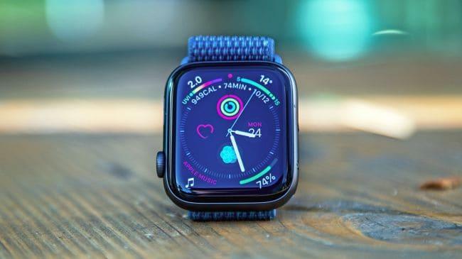 Το Apple Watch 5 έρχεται σε εκδόσεις ceramic και titanium.