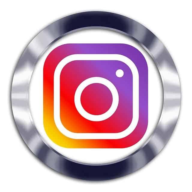 φωτογραφίες από Facebook και Instagram