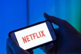 Netflix: Ποιες είναι οι σειρές που έχουν σπάσει τα ρεκόρ τηλεθέασης από την έναρξή του μέχρι και σήμερα